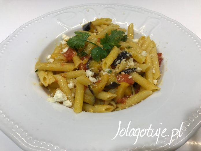 Makaron z bakłażanem i pomidorami